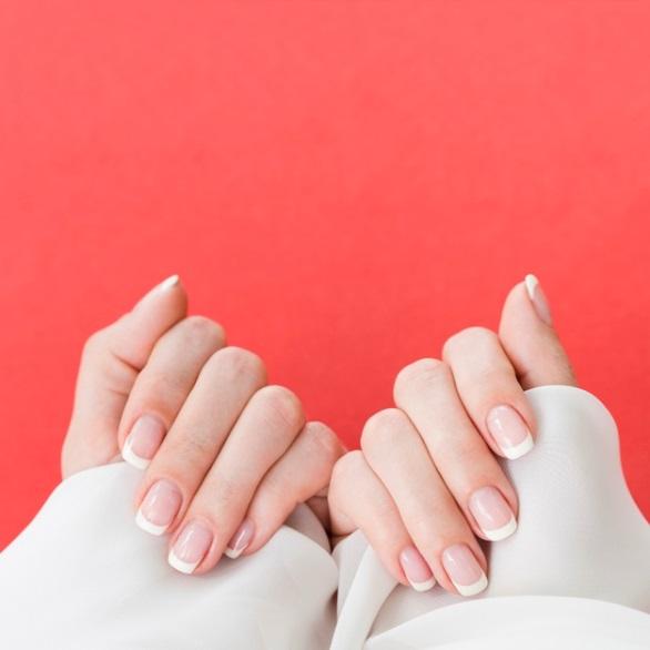 Como surgiu a moda das unhas francesas na Sociedade